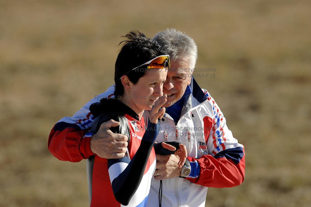 14-01-2007 SCHAATSEN: EUROPESE KAMPIOENSCHAPPEN: COLLALBO ITALIE<br /> Europees kampioene Martina Sablikova CZE en coach Petr Novak<br /> &copy;2007-WWW.FOTOHOOGENDOORN.NL