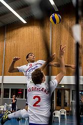 12-05-2017 NED: Nederland - Tsjechië, Amstelveen<br /> De Nederlandse volleybal mannen spelen hun eerste oefeninterland in de Emergohal in Amstelveen tegen Tsjechië. Deze wedstrijd staat in het teken van de verplaatsing van het Bankrasmomument. Nederland speelde daarom in speciale oude Nederlandse shirts uit 1992 / Fabian Plak #8
