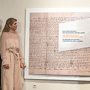 LUX/Luxemburg/20180523 - Staatsbezoek Luxemburg dag 2,  Koningin Maxima en Koning Willem Alexander bekijken de tentoonstelling