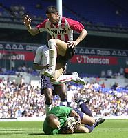 Copyright Sportsbeat Images. 0208 8768611<br />Picture: Henry Browne<br />Date: 3/08/2003<br />Tottenham Hotspur v PSV Eindhoven pre season friendly<br />Kasey Keller of Spurs makes a save from PSV's Mateja Kezman