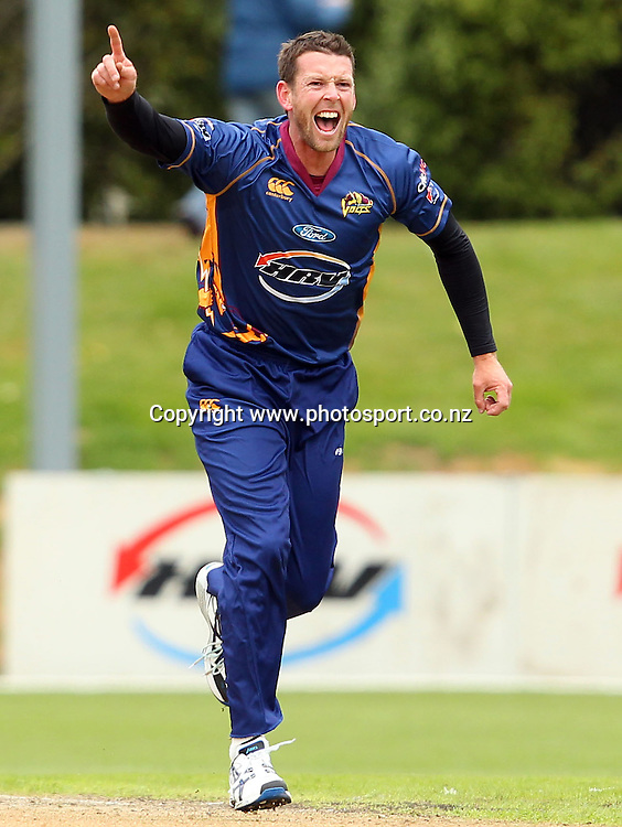 Ian Butler in action for the Volts.<br /> Twenty20 Cricket - HRV Cup, Otago Volts v Central Stags, 18 December 2011, University Oval, Dunedin, New Zealand.<br /> Photo: Rob Jefferies/PHOTOSPORT