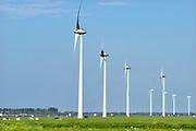 Nederland, Andelst, 16-5-2018Langs de snelweg a15 staan windmolens in het landschap .Windmolenpark .Foto: Flip Franssen