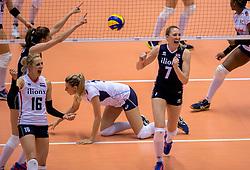 20-05-2016 JAP: OKT Italie - Nederland, Tokio<br /> De Nederlandse volleybalsters hebben een klinkende 3-0 overwinning geboekt op Italië, dat bij het OKT in Japan nog ongeslagen was. Het met veel zelfvertrouwen spelende Oranje zegevierde met 25-21, 25-21 en 25-14 / Quinta Steenbergen #7, Debby Stam-Pilon #16 en Anne Buijs #11