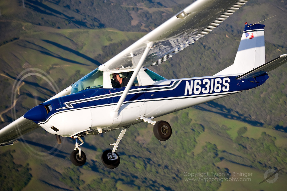 Ian Nilsen flies Cessna 150 N6316S over Central California.Photoplane pilot and C150 Owner, Erick Teeters flies C172 N71PK