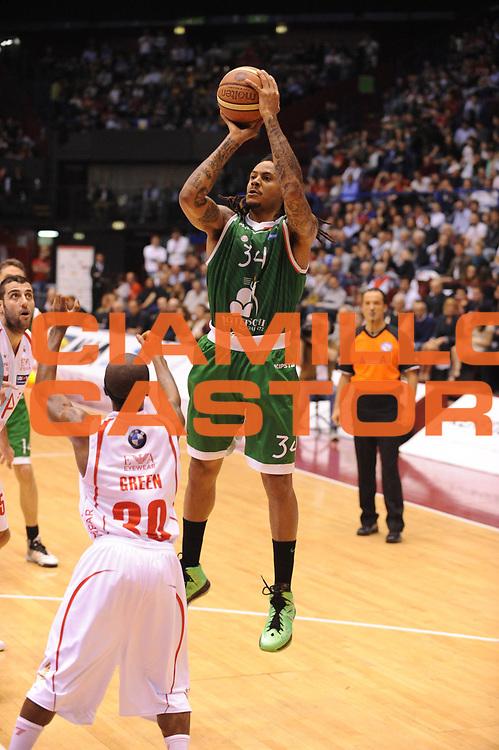 DESCRIZIONE : Milano Lega A 2012-13 Play Off Quarti di Finale Gara1 EA7 Olimpia Armani Milano Montepaschi Siena<br /> GIOCATORE : David Moss<br /> CATEGORIA : tiro<br /> SQUADRA : EA7 Olimpia Armani Milano Montepaschi Siena<br /> EVENTO : Campionato Lega A 2012-2013 Play Off Quarti di Finale Gara1<br /> GARA : EA7 Olimpia Armani Milano Montepaschi Siena<br /> DATA : 10/05/2013<br /> SPORT : Pallacanestro<br /> AUTORE : Agenzia Ciamillo-Castoria/M.Marchi<br /> Galleria : Lega Basket A 2012-2013<br /> Fotonotizia : Milano Lega A 2012-13 EA7 Olimpia Armani Milano Montepaschi Siena<br /> Predefinita :