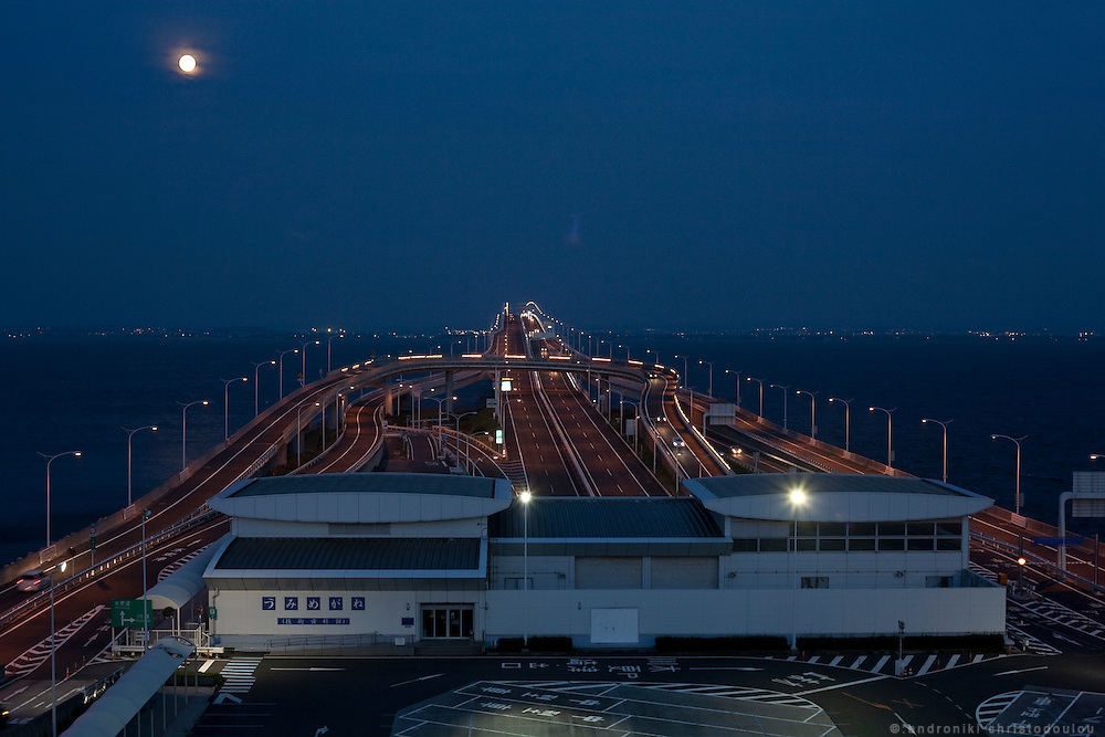 Artificial island in the middle of Tokyo Bay and sea road that connects Chiba and Kawasaki regions that are located accross from eachother along Tokyo Bay.