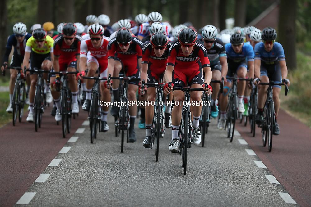 29-09-2016: Wielrennen: Olympia Tour: Gendringen<br /> GENDERINGEN (NED) wielrennen    <br /> Team BMC neemt de verantwoording en beschermd de trui vna leider Sivakov