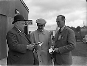 19/09/1952<br /> 09/19/1952<br /> 19 September 1952<br /> Show: Pedigree Dairy Cattle Breeders Council of Ireland Autumn Show and Sale at 30 Prussia Street, Dublin. Capt. J.H. Wilson President of the Pedigree Dairy Cattle Breeders, Council of Ireland on left.Cattle Market,