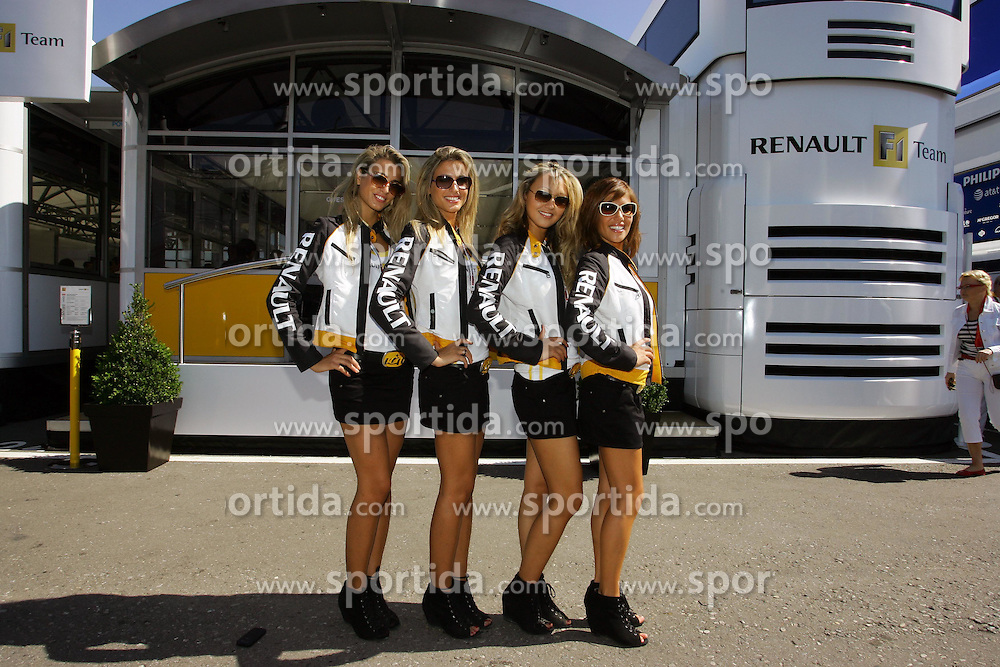 11.09.2010 Monza, Italy - grig girl / girls - Formula1 World Championship Round 14 - Hungarian Grand Prix 2010 at Autodromo  Nazionale di Monza +++ Copyright: Asenov / RACE-PRESS.com
