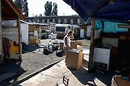 Roma  14 Settembre 2005<br /> Sgombero (concordato) del campo rom di Vicolo Savini abitato da 770 rom Sarajka. I rom vengono trasferiti al campo di Castel Romano.<br /> Rome September 14, 2005<br /> Vacated  (agreed) of the Roma camp of Vicolo Savini inhabited by 770 Roma Sarajka. The Roma are transferred to the field of Castel Romano.