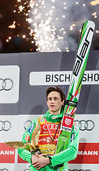06.01.2016, Paul Ausserleitner Schanze, Bischofshofen, AUT, FIS Weltcup Ski Sprung, Vierschanzentournee, Bischofshofen, Podium, Gesamtsieger, im Bild Gesamtsieger Peter Prevc (SLO) mit dem Sieger Pokal // Peter Prevc of Slovenia celebrates victory and overall victory with the Four Hills trophy of the Four Hills Tournament of FIS Ski Jumping World Cup at the Paul Ausserleitner Schanze in Bischofshofen, Austria on. EXPA Pictures © #JAHR#, PhotoCredit: EXPA/ JFK