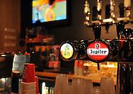 23-08-2008 VOETBAL:WILLEM II:OPENDAG:TILBURG<br /> Het Jupiler Supporterscafé D'n Beitel werd vanmiddag geopend<br /> Tap en bar met logo Jupiler<br /> Foto: Geert van Erven