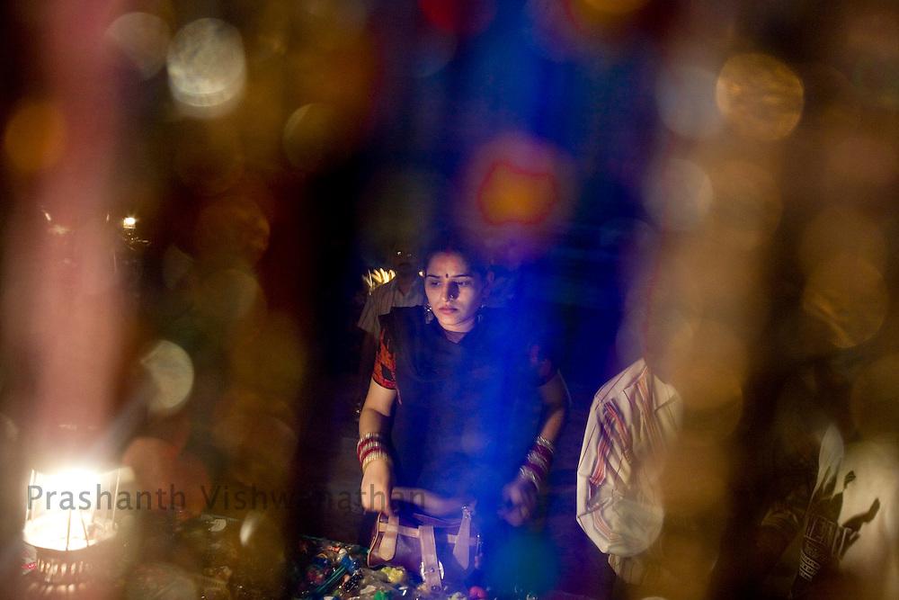 An Indian woman shopping at the Juhu beach area of Mumbai, India, March 29, 2008. Prashanth Vishwanathan\ATLAS PRESS