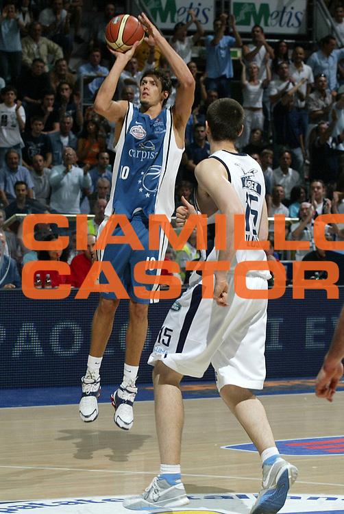 DESCRIZIONE : Bologna Lega A1 2005-06 Play Off Semifinale Gara 5 Climamio Fortitudo Bologna Carpisa Napoli <br /> GIOCATORE : Cittadini <br /> SQUADRA : Carpisa Napoli <br /> EVENTO : Campionato Lega A1 2005-2006 Play Off Semifinale Gara 5 <br /> GARA : Climamio Fortitudo Bologna Carpisa Napoli <br /> DATA : 11/06/2006 <br /> CATEGORIA : Tiro <br /> SPORT : Pallacanestro <br /> AUTORE : Agenzia Ciamillo-Castoria/L.Villani <br /> Galleria : Lega Basket A1 2005-2006 <br /> Fotonotizia : Bologna Campionato Italiano Lega A1 2005-2006 Play Off Semifinale Gara 5 Climamio Fortitudo Bologna Carpisa Napoli <br /> Predefinita :
