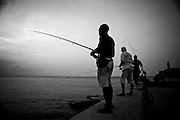 America, Cuba, Havana. a group of men fishes in the Castillo del Morro in  Old Havana. -05.07.2008, DIGITAL PHOTO, 49MB, copyright: Alex Espinosa/Gruppe28.