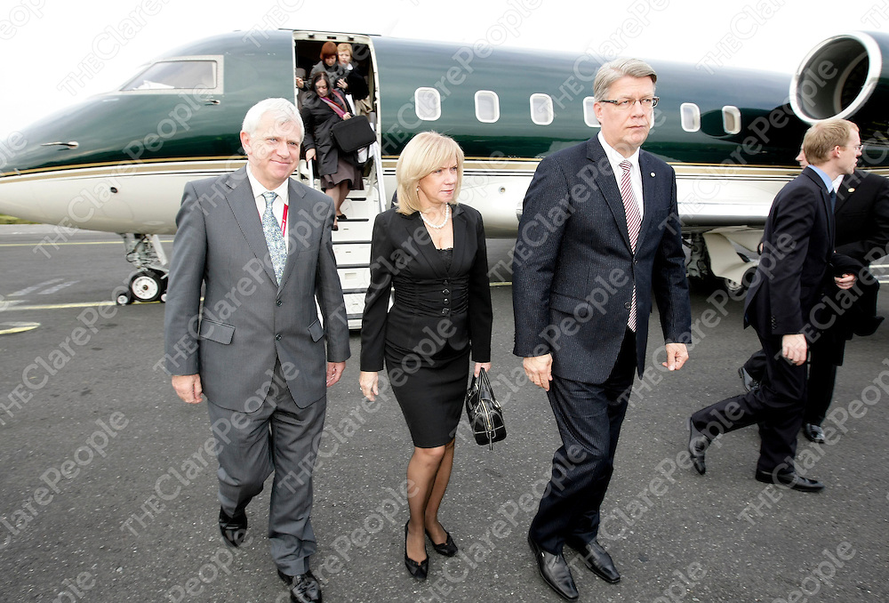 041108 Shannon Airport Director Martin Moroney (left) greeting Latvian President HE Mr. Valdis Zatlers and First Lady Lilita Zatlere on their arrival at Shannon Airport today (041108).Pic Arthur Ellis/Press22.