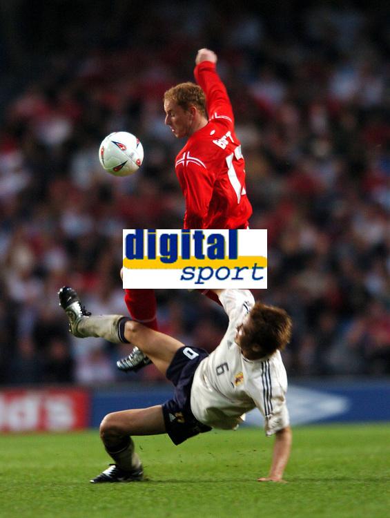 Fotball<br /> Treningskamp<br /> England v Japan<br /> 1. juni 2004<br /> City of Manchester Stadium<br /> Foto: Robin Parker, Digitalsport<br /> NORWAY ONLY<br /> Nicky Butt England/Junichi Inamoto Japan
