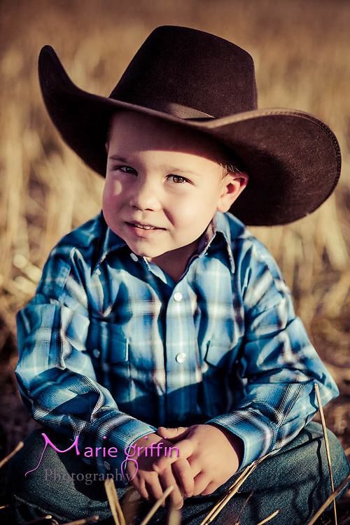Jaros family photo session at a farm in Niwot, CO on Nov. 15, 2015.<br /> Photography by: Marie Griffin Dennis/Marie Griffin Photography<br /> mariegriffinphotography.com<br /> mariefgriffin@gmail.com