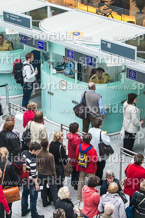 THEMENBILD, Airport Muenchen, Franz Josef Strauß (IATA: MUC, ICAO: EDDM), Der Flughafen Muenchen zählt zu den groessten Drehkreuzen Europas, rund 100 Fluggesellschaften verbinden ihn mit 230 Zielen in 70 Laendern, im Bild Passagiere warten bei der Passkontrolle // THEME IMAGE, FEATURE - Airport Munich, Franz Josef Strauss (IATA: MUC, ICAO: EDDM), The airport Munich is one of the largest hubs in Europe, approximately 100 airlines connect it to 230 destinations in 70 countries. picture shows: Passengers wait at passport control, Munich, Germany on 2012/05/06. EXPA Pictures © 2012, PhotoCredit: EXPA/ Juergen Feichter