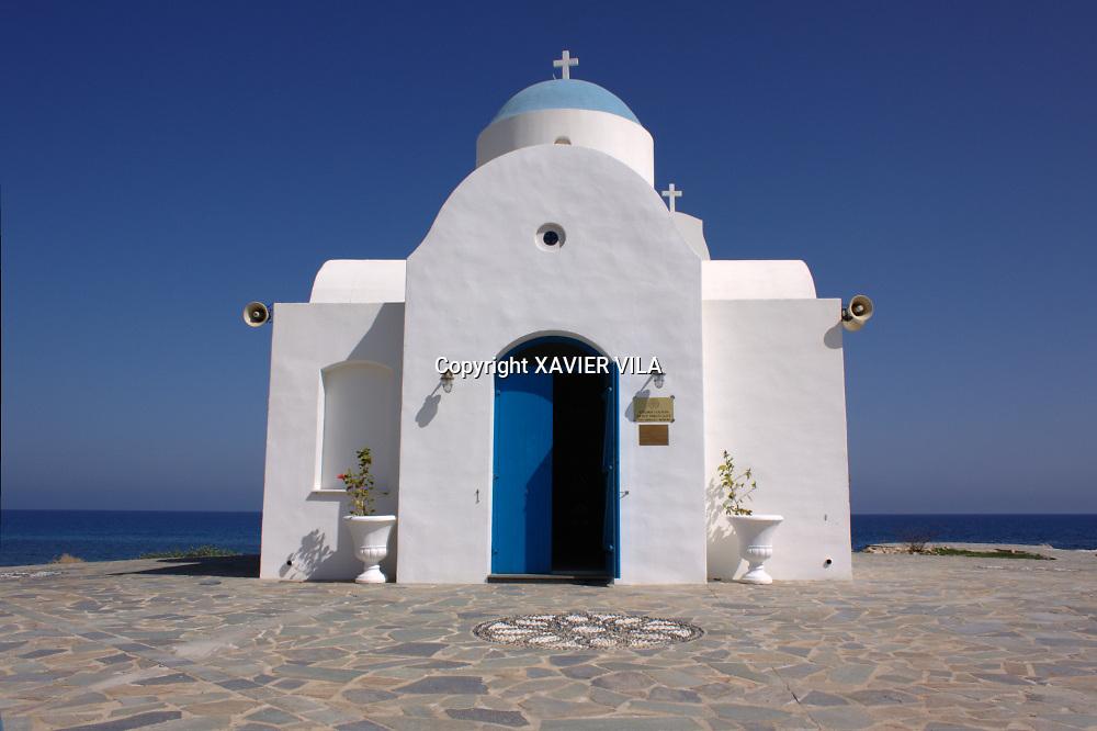 Eglise Orthodoxe au bord de la mer méditerranée à Chypre.