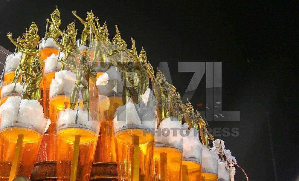 RIO DE JANEIRO, RJ, 11 DE FEVEREIRO 2013 - CARNAVAL RJ - UNIDOS DA TIJUCA - Integrantes da Escola de Unidos da Tijuca durante primeiro dia de desfiles do Grupo Especial do Carnaval do Rio de Janeiro na Marques de Sapucaí na madrugada desta segunda-feira . (FOTO: WILLIAM VOLCOV / BRAZIL PHOTO PRESS).