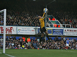PORTSMOUTH, ENGLAND - SATURDAY, DECEMBER 9th, 2006:Tim Howard of Everton against Portsmouth during the Premiership match at Fratton Park. (Pic by Chris Ratcliffe/Propaganda)