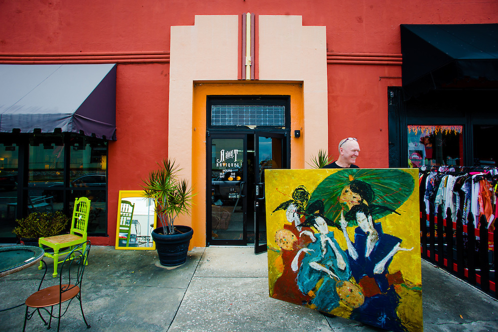 ORLANDO, FL -- Artist Fritz Stinebaugh loads paintings at A & T Furniture & Antiques in Orlando, Florida.  (PHOTO / Chip Litherland)