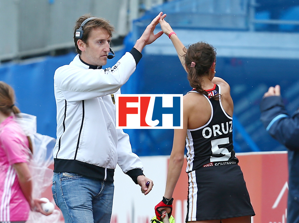 New Zealand, Auckland - 18/11/17  <br /> Sentinel Homes Women&rsquo;s Hockey World League Final<br /> Harbour Hockey Stadium<br /> Copyrigth: Worldsportpics, Rodrigo Jaramillo<br /> Match ID: 10293 - ENG vs GER<br /> Photo: (Head Coach) RECKINGER Xavier celebraiting with (5) ORUZ Selin