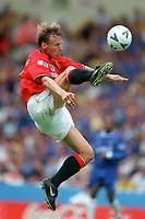 Teddy Sheringham (Man Utd). Chelsea v Manchester United. FA Charity Shield. Wembley 13/8/00. Credit: Colorsport.