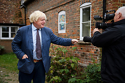 © Licensed to London News Pictures. 17/09/2018. Thame, UK. BORIS JOHNSON is seen speaking to media while leaving his Oxfordshire home on September 17, 2018. The former Foreign Secretary has continued his criticism of British Prime Minister Theresa May's Brexit plans. Photo credit: Ben Cawthra/LNP