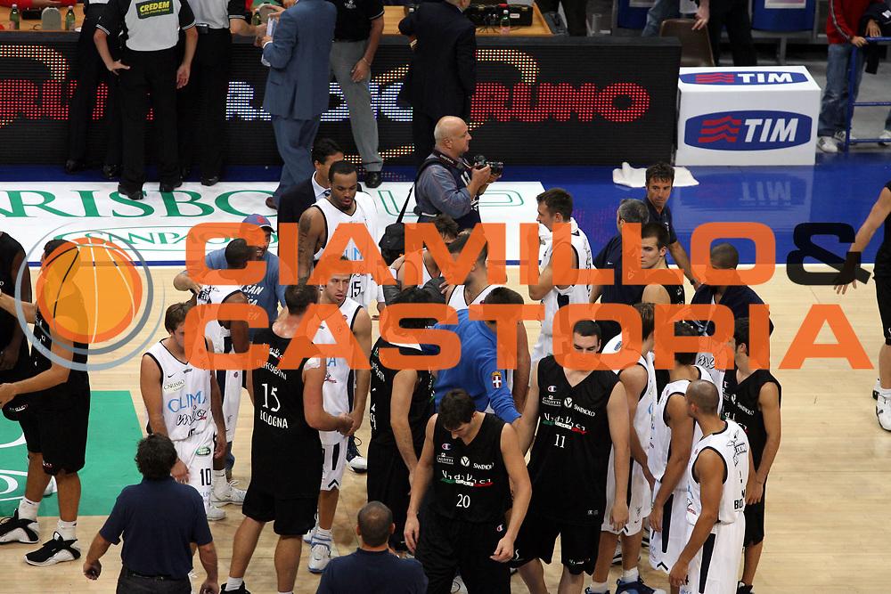 DESCRIZIONE : Bologna Precampionato Lega A1 2006 2007 Trofeo Carisbo Climamio Fortitudo Bologna VidiVici Virtus Bologna<br />GIOCATORE : Team Climamio Fortitudo Bologna <br />SQUADRA : Climamio Fortitudo Bologna<br />EVENTO : Precampionato Lega A1 2006 2007 Trofeo Carisbo Climamio <br />Fortitudo Bologna VidiVici Virtus Bologna<br />GARA : Climamio Fortitudo Bologna VidiVici Virtus Bologna<br />DATA : 26/09/2006<br />CATEGORIA : Esultanza<br />SPORT : Pallacanestro<br />AUTORE : Agenzia Ciamillo-Castoria/G.Ciamillo