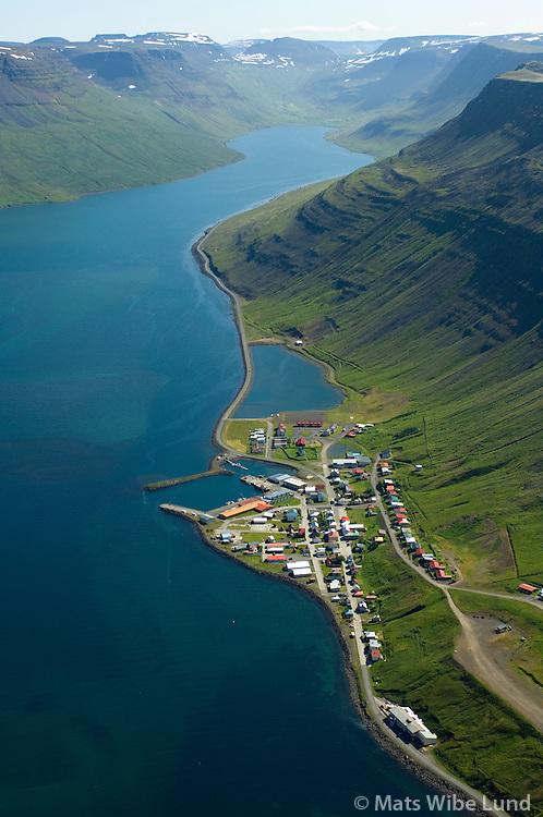 Suðureyri til suðausturs, Ísafjarðarbær áður Suðureyrarhreppur / Sudureyri viewing southeast, Isafjardarbaer former Sudureyrarhreppur.