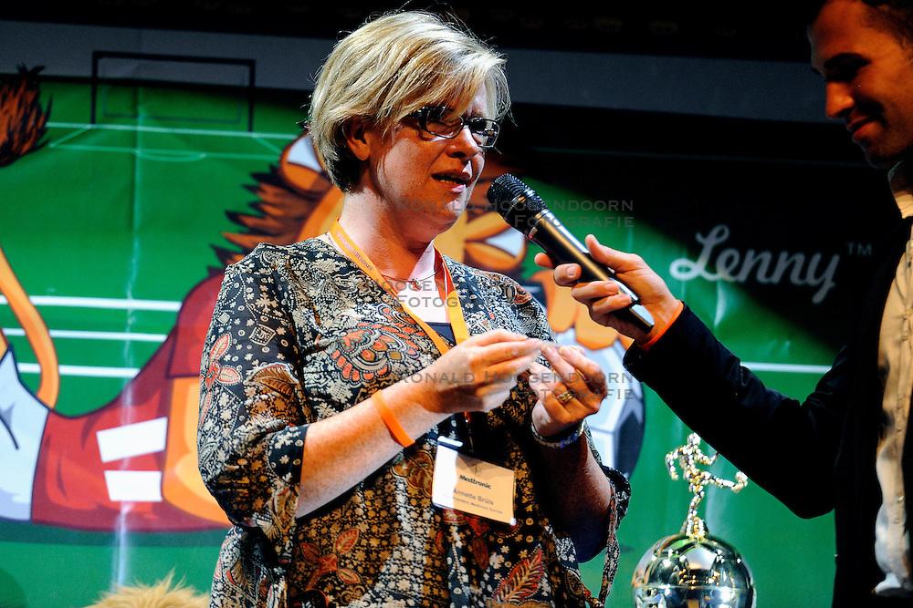 26-08-2011 VOETBAL: WK JUNIORCUP: GENEVE<br /> Annette Bruis tijdens de poule indeling van het WK<br /> &copy;2011-FotoHoogendoorn.nl
