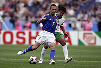 FOOTBALL - CONFEDERATIONS CUP 2005 - GROUP B - JAPAN v MEXICO - 16/06/2005 -HIDETOSHI NAKATA (JAP) / PAVEL PARDO (MEX)  - PHOTO GUY JEFFROY /DIGITALSPORT