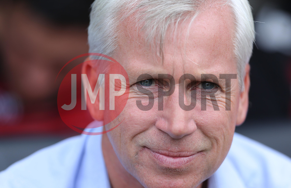 Crystal Palace Manager, Alan Pardew - Mandatory by-line: Paul Terry/JMP - 07966386802 - 01/08/2015 - SPORT - FOOTBALL - Fulham,England - Craven Cottage - Fulham v Crystal Palace - Pre-Season Friendly