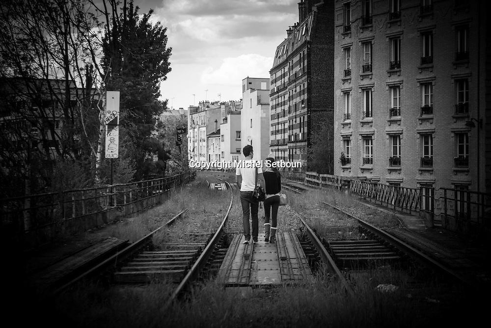 Paris 19th district, the petite ceinture, the former train line / la petite ceinture, l'ancienne voie de chemin de fer qui faisait le tour de Paris. dans le 19 em arrondissement