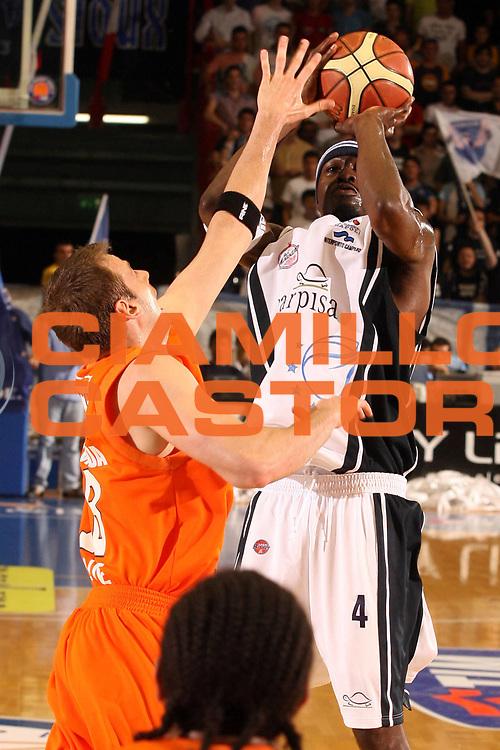 DESCRIZIONE : Napoli Lega A1 2005-06 Play Off Quarti Finale Gara 3 Carpisa Napoli Snaidero Udine<br /> GIOCATORE : Sesay<br /> SQUADRA : Carpisa Napoli<br /> EVENTO : Campionato Lega A1 2005-2006 Play Off Quarti Finale Gara 3<br /> GARA : Carpisa Napoli Snaidero Udine <br /> DATA : 24/05/2006 <br /> CATEGORIA : Tiro<br /> SPORT : Pallacanestro <br /> AUTORE : Agenzia Ciamillo-Castoria/G.Ciamillo<br /> Galleria : Lega Basket A1 2005-2006 <br /> Fotonotizia : Napoli Lega A1 2005-06 Play Off Quarti Finale Gara 3 Carpisa Napoli Snaidero Udine<br /> Predefinita :