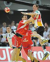 Handball EM Herren 2010 Vorrunde Deutschland - Polen 19.01.2010 Michat Jurecki (POL links) gegen Holger Glandorf (GER)