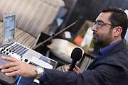 Portrait de Louis Moubarak  en direct lors de l'émission radiophonique Francophonie Express  à  Le Mount Stephen / Montreal / Canada / 2018-06-11, Photo © Marc Gibert / adecom.ca