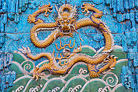 Chine, Pékin (Beijing), Cité Interdite, classée Patrimoine Mondial de l'UNESCO, le mur des neuf dragons // China, Beijing, Forbidden city, nine dragon wall