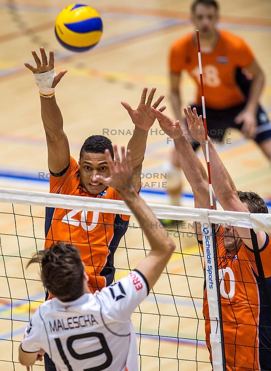 05-06-2016 NED: Nederland - Duitsland, Doetinchem<br /> Nederland speelt de laatste oefenwedstrijd ook in  Doetinchem en speelt gelijk 2-2 in een redelijk duel van beide kanten / Fabian Plak #20, Daniel Malescha #19