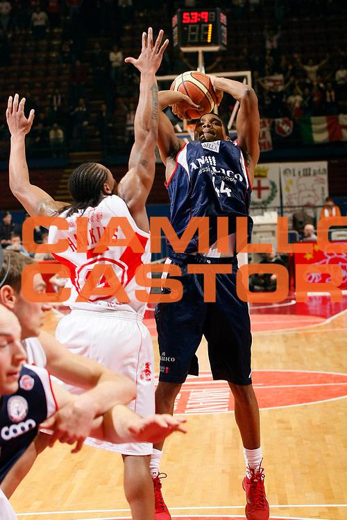 DESCRIZIONE : Milano Lega A1 2008-09 Armani Jeans Milano Angelico Biella<br /> GIOCATORE : Reece Gaines<br /> SQUADRA : Angelico Biella<br /> EVENTO : Campionato Lega A1 2008-2009<br /> GARA : Armani Jeans Milano Angelico Biella<br /> DATA : 11/01/2009<br /> CATEGORIA : Tiro<br /> SPORT : Pallacanestro<br /> AUTORE : Agenzia Ciamillo-Castoria/G.Cottini<br /> Galleria : Lega Basket A1 2008-2009<br /> Fotonotizia : Milano Campionato Italiano Lega A1 2008-2009 Armani Jeans Milano Angelico Biella<br /> Predefinita :