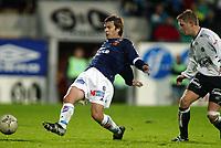 Fotball, 22. september 2003, Tippeligaen,  Sogndal-Viking 2-2,   Bjarte Aarsheim, Viking, og Rune Bolseth, Sogndal