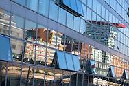 Europa, Deutschland, Duesseldorf, der Medienhafen, Gebaeude spiegeln sich in einer Glasfassade.<br /> <br /> Europe, Germany, Duesseldorf, the Medienhafen (Media harbour), buildings reflected in a glass facade.