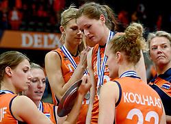 04-10-2015 NED: Volleyball European Championship Final Nederland - Rusland, Rotterdam<br /> Nederland verliest kansloos de finale met 3-0 van Rusland en moet genoegen nemen met zilver / Robin de Kruijf #5, Quinta Steenbergen #7, Manon Nummerdor-Flier #12, Lonneke Sloetjes #10