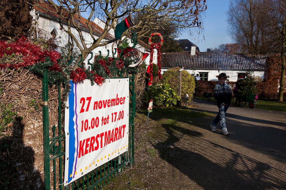"""TERVUREN - BELGIUM - 27 NOVEMBER 2010 -- Christmas Market at the International Montessori School """"Savoorke"""" in Tervuren. PHOTO: ERIK LUNTANG / INSPIRIT Photo"""