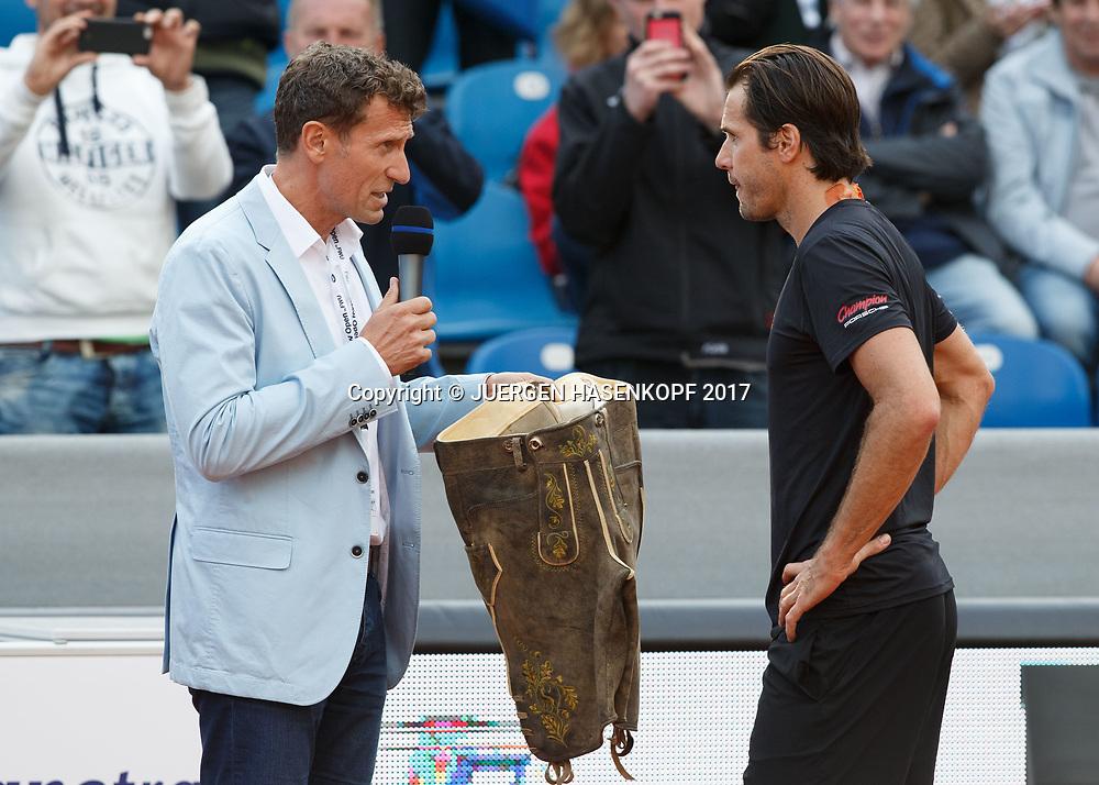Turnierdirektor Patrik Kuehnen ueberreicht TOMMY HAAS als Abschiedsgeschenk eine Lederhose,<br /> <br /> Tennis - BMW Open2017 -  ATP  -  MTTC Iphitos - Munich -  - Germany  - 3 May 2017.