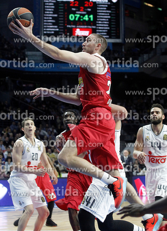 28.01.2016, Palacio de los Deportes, Madrid, ESP, FIBA, EL, Real Madrid vs Olympiacos PiraeusPlayoff, 5. Spiel, im Bild Olympimpiacos Piraeus' Matt Lojeski // during the 5th Playoff match of the Turkish Airlines Basketball Euroleague between Real Madrid and Olympiacos Piraeus at the Palacio de los Deportes in Madrid, Spain on 2016/01/28. EXPA Pictures © 2016, PhotoCredit: EXPA/ Alterphotos/ Acero<br /> <br /> *****ATTENTION - OUT of ESP, SUI*****