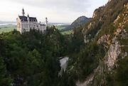Bayern, Allgäu, Schwangau, Schloss Neuschwanstein, Blick auf Schloss, Pöllatschlucht und weite Landschaft..|..Bavaria, Allgau, Neuschwanstein Castle, Pöllat Gorge
