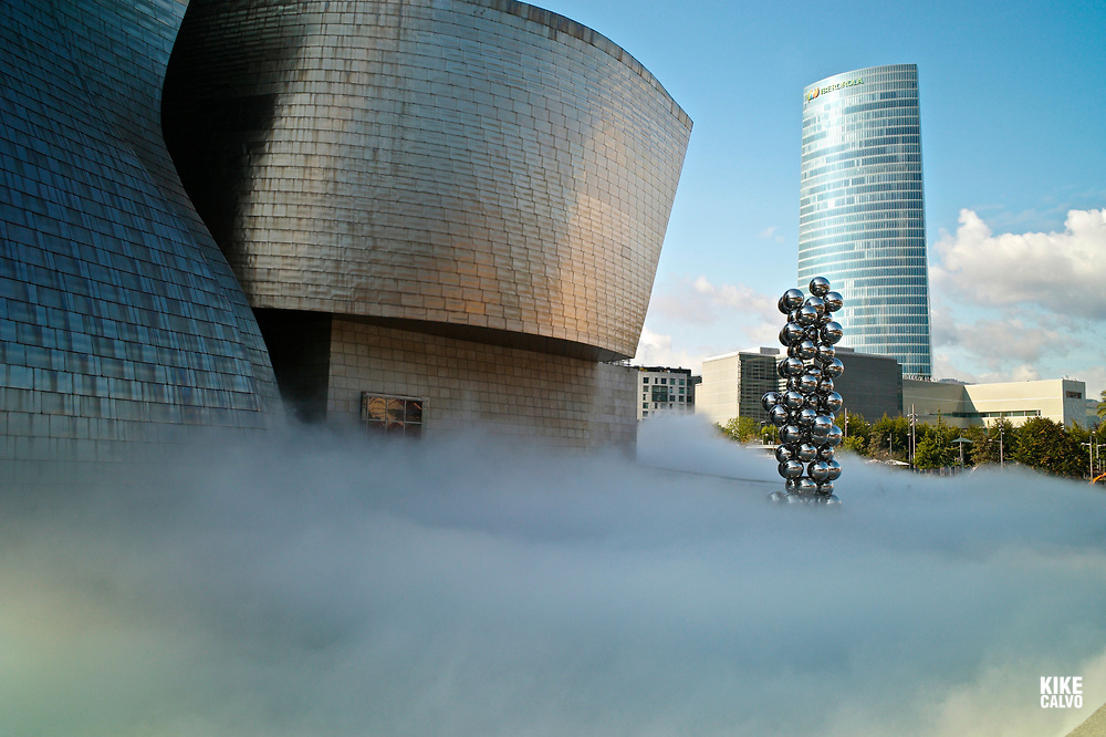The Sculpture Tall Tree & The Eye by Anish Kapoor and the Iberdrola building, surrounded by The Fog sculpture designed as a sculptural medium by Fujiko Nakaya, The Guggenheim Museum in Bilbao